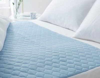 kylie-bed-pad-4-liter-double-bed-blue-lifestyle